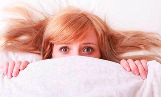 прятаться под одеялом